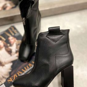 ANKLE BOOTS WITH ZIPPER AND BLOCK HEEL - BLACK