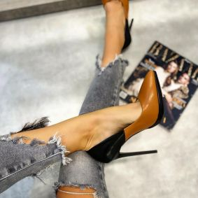 STILETTO SHOES WITH THIN HEEL - BLACK/CAMEL