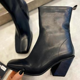 POINTED ANKLE BOOTS WITH BLOCK HEEL - BLACK