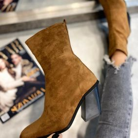VELOUR ANKLE BOOTS WITH BLOCK HEEL - BROWN