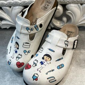 LEATHER CLOGS WITH MEDICAL PATTERNS FOR DOCTORS AND NURSES - WHITE