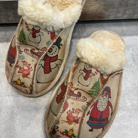FLUFFY SLIPPERS WITH SANTA CLAUS - BEIGE