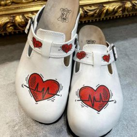 HEART LEATHER CLOGS WITH BELT - WHITE