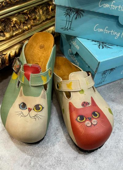 RED AND WHITE CAT LEATHER CLOGS WITH BELT - BEIGE/GREEN