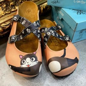 CAT LEATHER CLOGS WITH BELT - POWDER ROSE