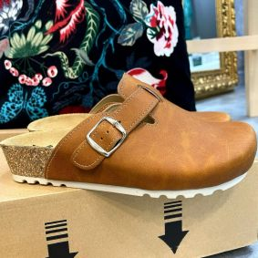 LEATHER ANATOMIC CLOGS WITH BELT VESNA - CAMEL