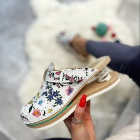 FLOWER PRINT LEATHER CLOGS WITH SPINGS