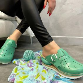 AIR LEATHER CLOGS WITH BELT - GREEN
