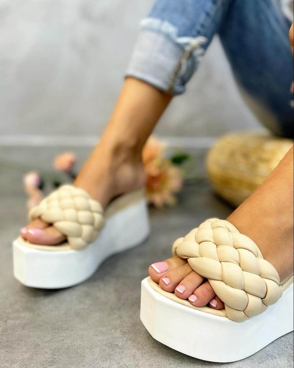 WEDGE KNITTED SLIPPERS - BEIGE