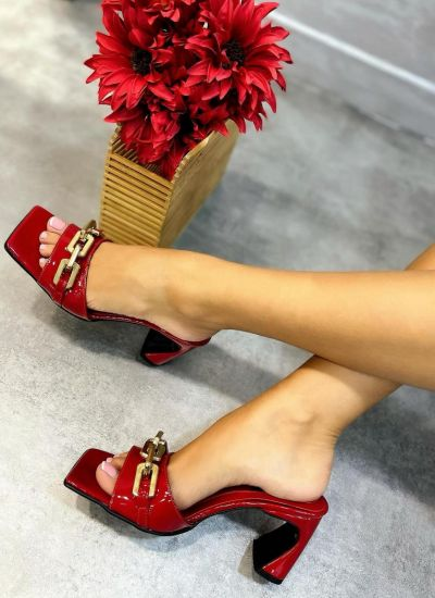 PATENT MULES WITH CHAIN - RED