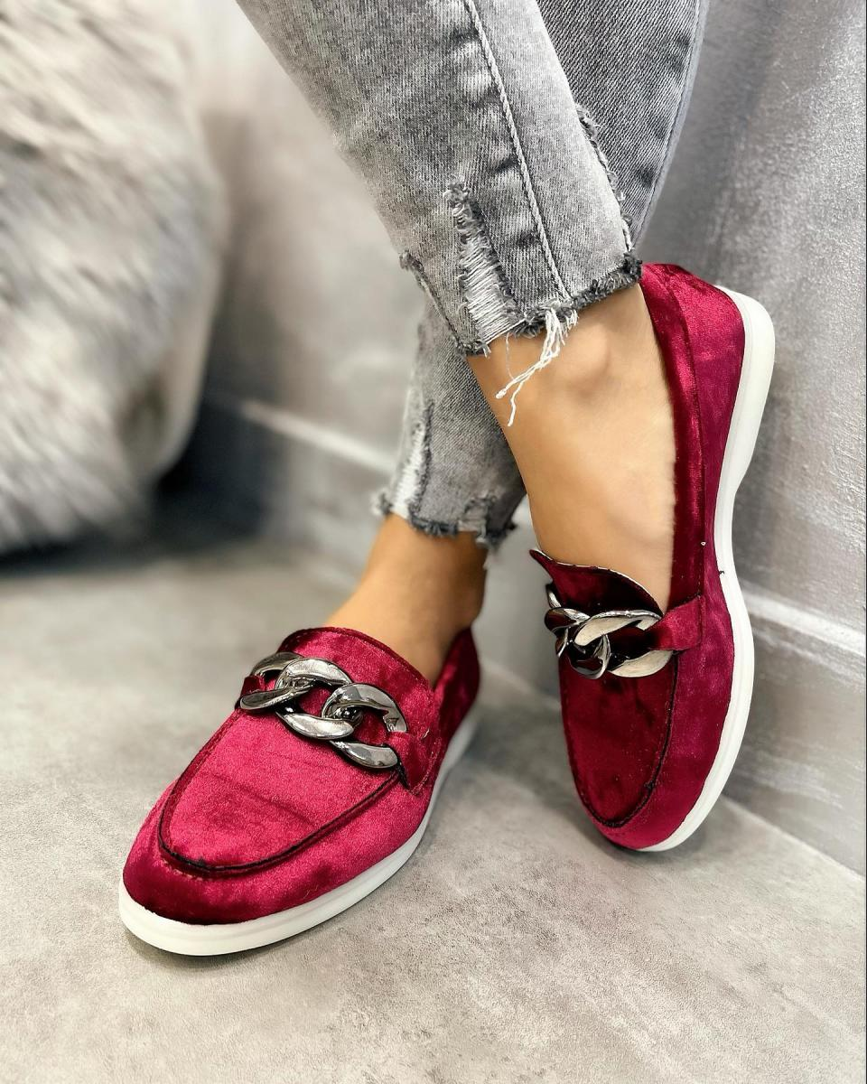 PLUSH MOCCASINS WITH CHAIN - MAROON