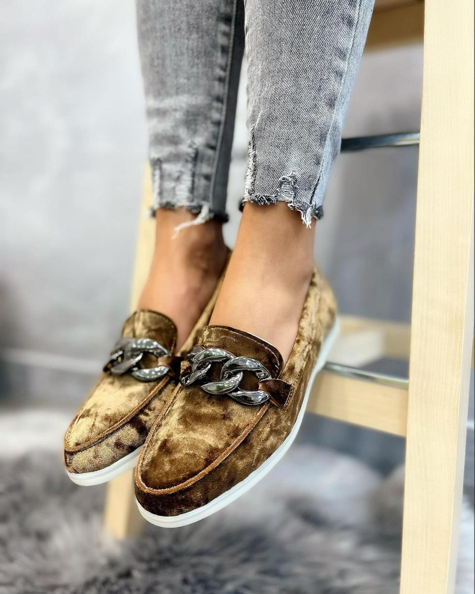 PLUSH MOCCASINS WITH CHAIN - BROWN
