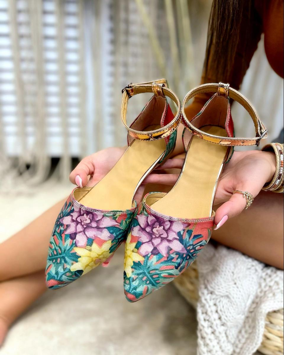 COLORFULL POINTED FLATS WITH FLOWER PRINT
