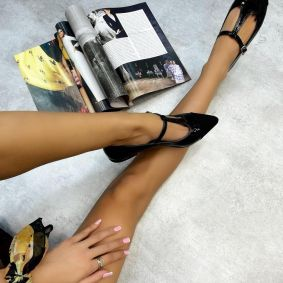 PATENT POINTED FLATS WITH BELT - BLACK