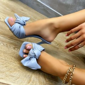 MULES WITH THIN HEEL AND BOW - BLUE
