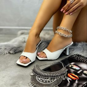PATENT MULES WITH THIN HEEL - WHITE