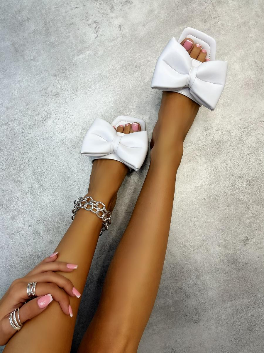 FLAT MULES WITH BOW - WHITE
