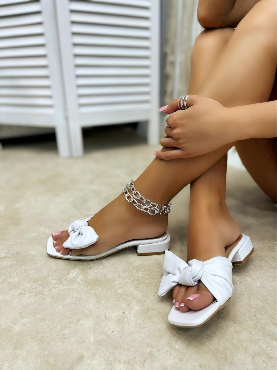 MULES WITH LOW HEEL AND BOW - WHITE