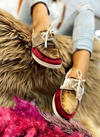PLUSH MOCCASINS WITH BOW - MAROON