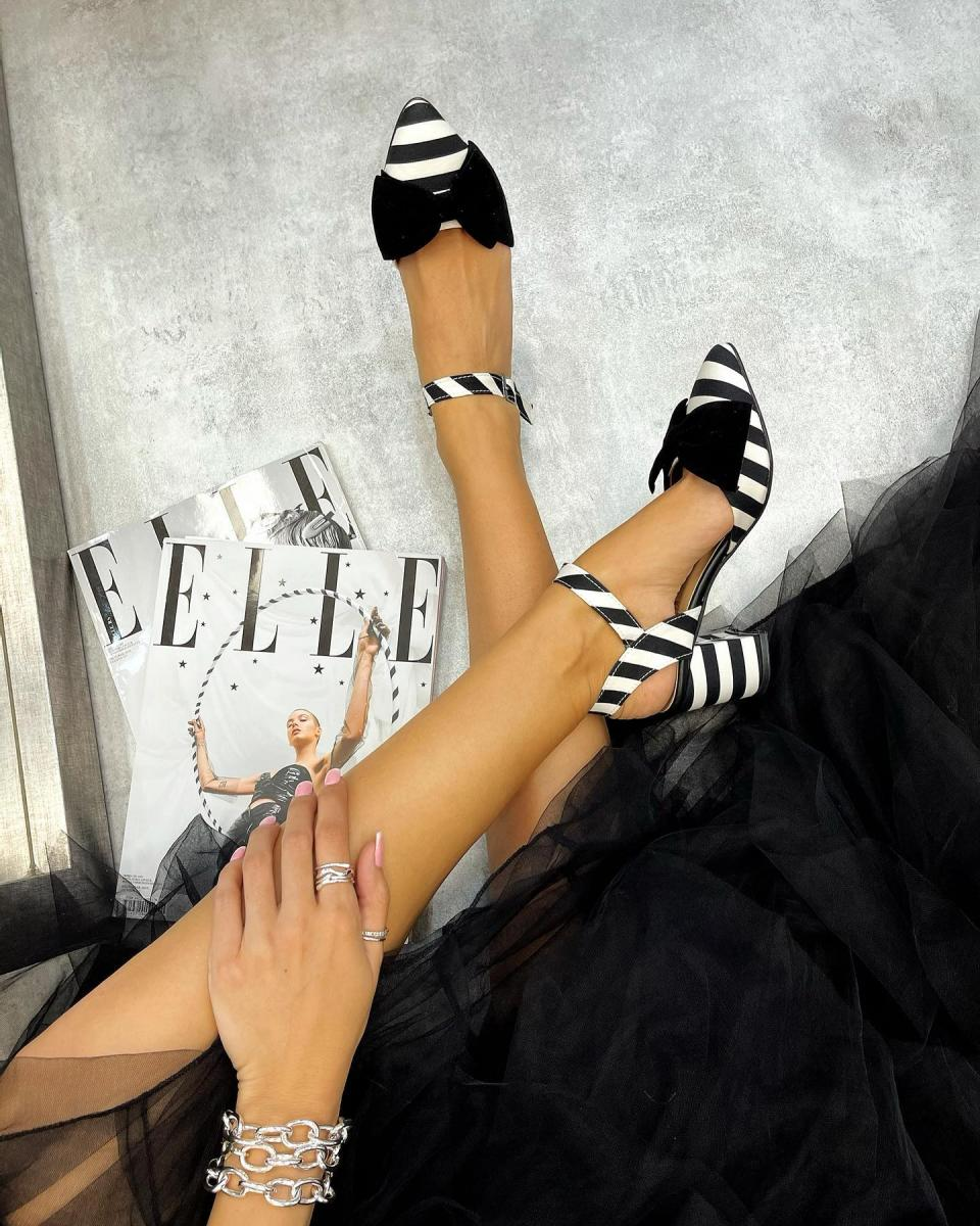 SANDALS WITH STRAPS AND BLACK BOW  - BLACK/WHITE
