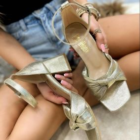 THICK HEEL SANDALS WITH BOW  - GOLD