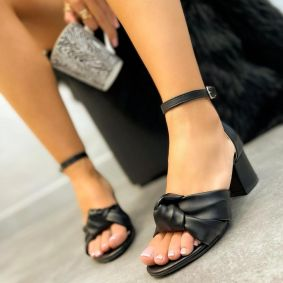THICK HEEL SANDALS WITH BOW  - BLACK
