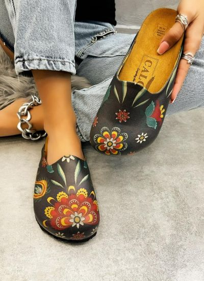 LEATHER CLOGS WITH FLOWER PRINT - BLACK