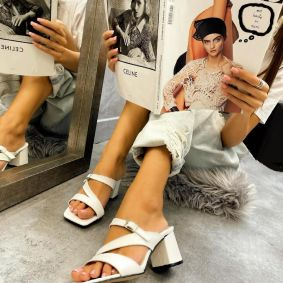 MULES WITH BELT AND BLOCK HEEL - WHITE