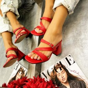 THICK HEEL MULES WITH BELT  - RED
