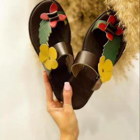 FLAT SLIPPERS WITH FLOWER - BROWN