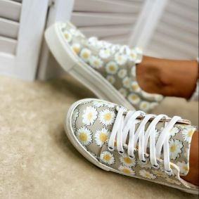 SNEAKERS WITH FLOWER PRINT - BEIGE