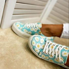 SNEAKERS WITH FLOWER PRINT - BLUE