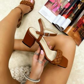 KNITTED SANDALS ON THICK HEEL - BROWN