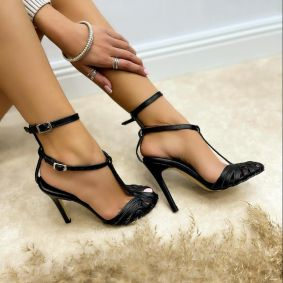 SANDALS WITH BELT AND THIN HEEL - BLACK