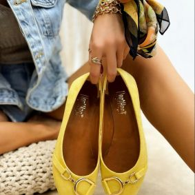 VELOUR FLATS WITH ORNAMENTS - YELLOW