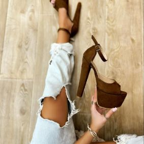 VELOUR PLATFORM SANDALS WITH THICK HEEL - BROWN